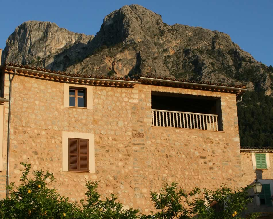 Two lovely holidays homes in Biniaraix, Mallorca :: Can Ferro